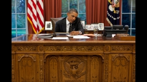 obama at the desk